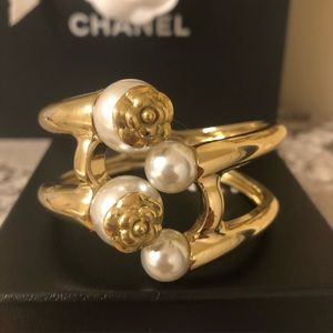 Chanel vintage classic gold and pearl bracelet